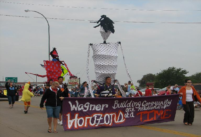 People in a parade route in Wagner